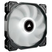 Os ventiladores LED CORSAIR AF140 combinam iluminação LED brilhante, forte pressão estática, baixo ruído e alto fluxo de ar para oferecer um ótimo des