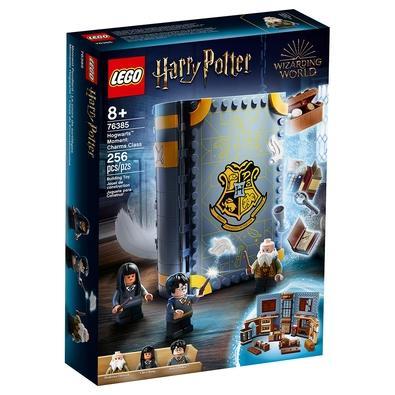 LEGO Harry Potter Momento de Hogwarts: Aula de encantos (76385) é uma sala de aula de Hogwarts dentro das capas de um conjunto de jogos de livros cons
