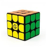 Cubo Mágico GiiKER M3 Xiaomi O Giiker M3 é o cubo mágico da Xiaomi, que vai desafiar suas técnicas e te levar para um nível profissional. O cubo traz