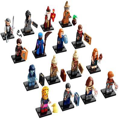 Fãs jovens e adultos podem colecionar, brincar ou exibir alguns brinquedos de grandes personagens da série Harry Potter, incluindo Harry Potter, Hermi