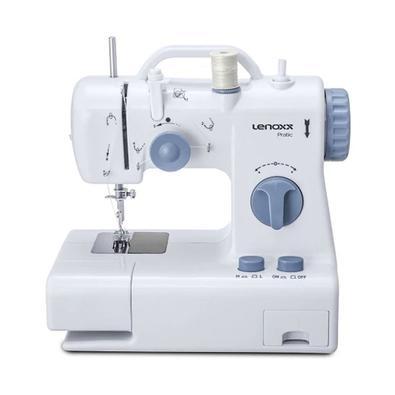 A tecnologia também chegou na costura. Com a Máquina de Costura Portátil Pratic da Lenoxx você mesmo consegue construir, modificar ou reparar aquela p