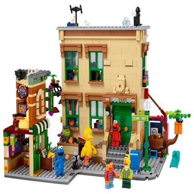 Construindo amizades desde 1969! Revisite as memórias da infância com o LEGO® Ideas Vila Sésamo 123 (21324), o mais novo conjunto exclusivo inspirado