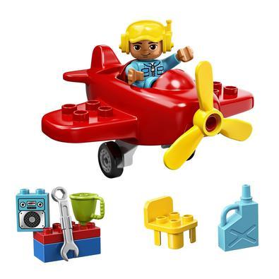 Deixe seu pequeno piloto chegar aos céus com um divertido avião !• Inclui uma figura piloto do LEGO® DUPLO®.• Apresenta um avião vermelho e uma pequen