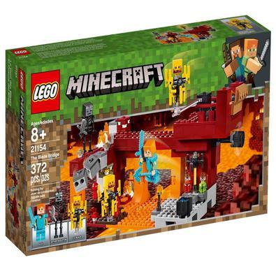 salte para um mundo de aventuras Minecraft™ com este conjunto LEGO® Minecraft 21154 A Ponte Flamejante; inclui um cenário escaldante, lava ardendo, as