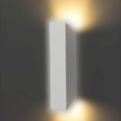 Nossa arandela é feita em alumínio, com fechamentos em vidro ! O que proporciona um lindo efeito de iluminação! Além de ser resistente a sol, chuva, e